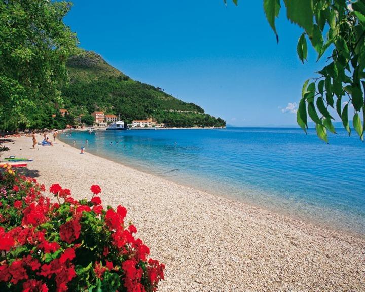 Drvenik - u pláže.